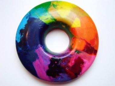 Okay, I want this. It's a rainbow crayon. So cool! By MamaMayI
