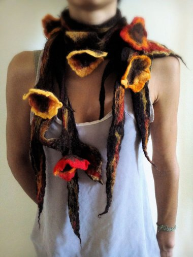 I really thought that first scarf was the worst thing ever, but then I saw this one by a completely different crazy person. By MetamorfosiAmbulante