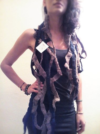 Seller MetamorfosiAmbulante actually nearly single-handedly inspired this post with their weird, unwearable scarves and this is a prime example.