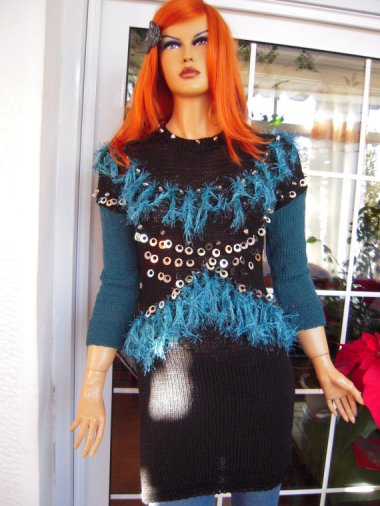 By GoldenYarn, who couldn't even be bothered turning her mannequin's hand the right way 'round.