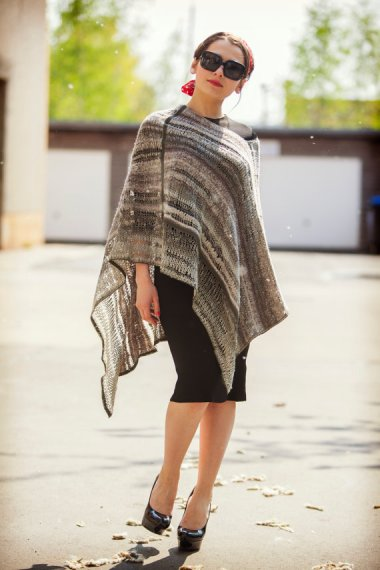 I would wear the hell out of this wonderful striped poncho by BonniesCinematheque, and I'd style it exactly like this!