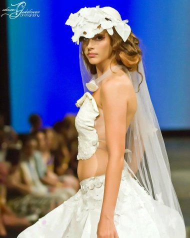 I get that weddings are expensive, but $5K for a paper dress? A PAPER DRESS? Oh, and it only comes in sizes 0-4. Why is that? Did they close the Staples by designer Artesa's house?