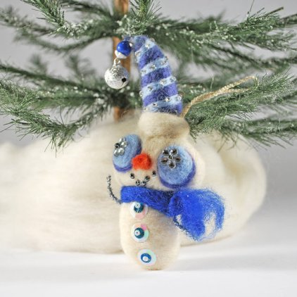 And speaking of felted holiday horrors, here's a snowman ornament, allegedly. By AnnaBelleArts