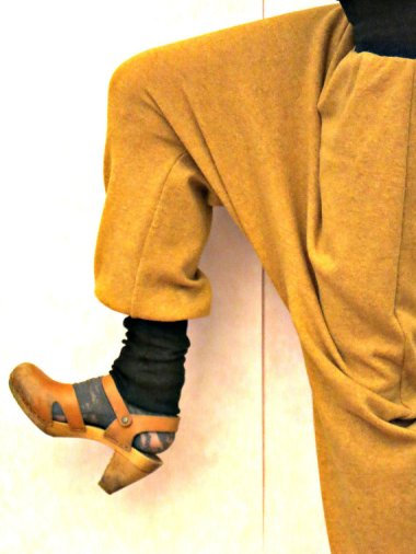 Worried about your thunder thighs? Looking for a garment that's sure to flatter? Try these harem pants by OnniPalermo!