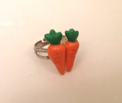 You know some asshole is going to use this to propose to his girl. THIS DOES NOT COUNT AS A TWO CARAT RING!!! By BlueberryHeadShop, who should be ashamed of themselves.