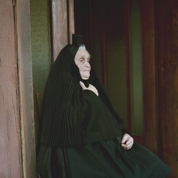 Anna Katharina Suessmann in mourning garb, Hesse, 2011. ©Eric Schuett