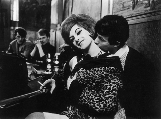 Carla & Zizou, Brasserie Graff, 1963 © C.Strömholm/ Agence VU
