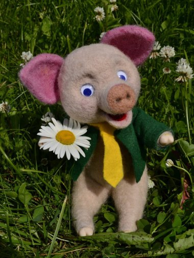Not at all bizarre or insulting felted anniversary pig. By FluffyGiftS