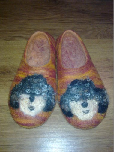 And while we're on the subject of derpy, here are some very masculine felted slippers FOR MEN. By FaithFeltArt