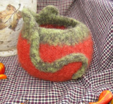 The face that this felted bowl is made for potpourri is a real time saver. This way, you can throw them both out all at once! By TuppersPerch