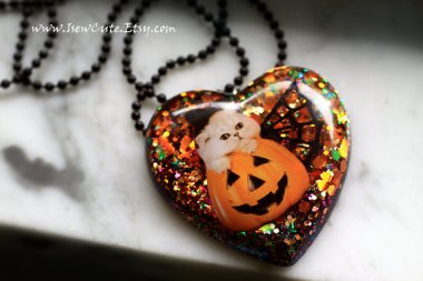 Pumpkin statement necklace so terrible it's almost awesome. ByISewCute