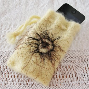 No one will steal your phone if it's safely tucked away in this pouch complete with hairy mole. By KnitaFrolic