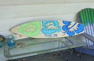 Surfboard as headboard. Love it! By SerendipitySurfShop