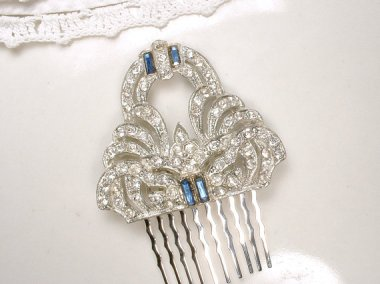 I cannot get enough of Art Deco hair decorations! By AmoreTreasure
