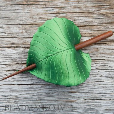 I keep saying I'm not into green, but I am starting to think Etsy is changing that. Gorgeous! By beadmask