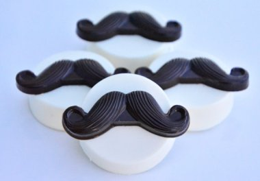 Mustache-covered Oreos aren't something I ever thought I'd want, but I'm sorely tempted! By ChocolatesUnlimited