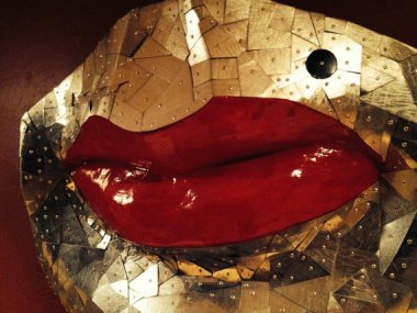 No idea what to get your date for Valentine's day? How about a 4-foot pair of lips?