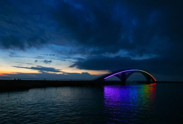 This beauty is the Xiying Pedestrian Rainbow Bridge in Magong, Penghu County in Taiwan